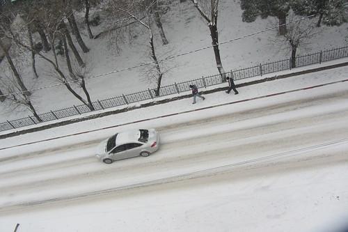 Winderwonderland Balikesir: car and pedestrians