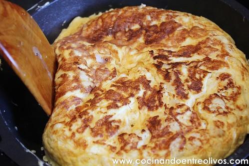 Tortilla de bacalao www.cocinandoentreolivos (16)