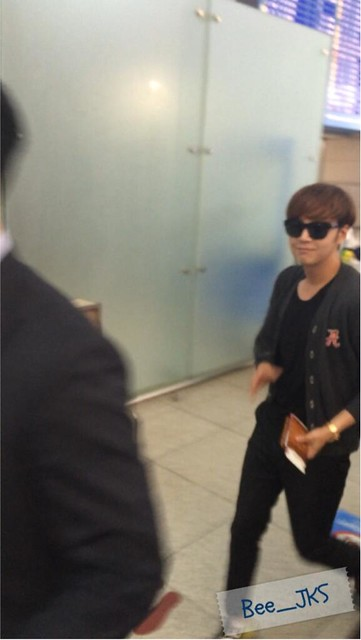 [Pics] JKS departs from Seoul to Beijing_20140425 14016124452_38b63ab39e_z