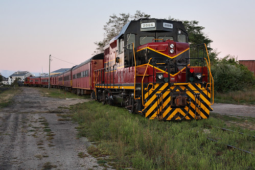 county railroad red usa train sunrise dawn capecod massachusetts newengland railway cranberry locomotive hyannis barnstable mc2006 capecodcentralrailroad masscoastal massachusettscoastalrailroad capecodcentralscenictrains