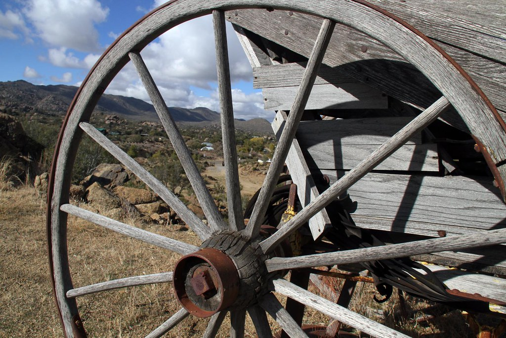 Wooden wagon wheels for sale wheel of fortune online for Things to do with old wagon wheels