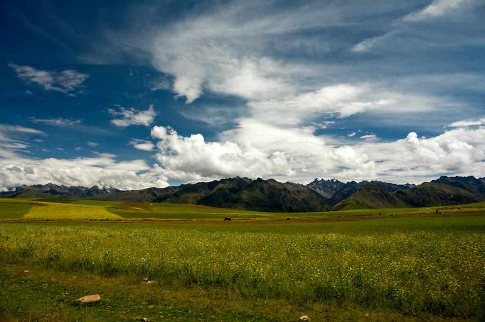 El hermoso y sugestivo valle comprendido entre las poblaciones de Písac y Ollantaytambo, en el Cusco, fue muy apreciado por los pobladores del antiguo Perú, debido a sus especiales condiciones geográficas y climáticas. (Roberto Dam)