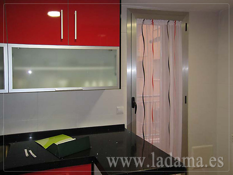 visillo para puerta cocina rojo y negro