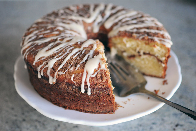 yogurt-coffee-cake-with-cream-cheese-glaze-cut_3