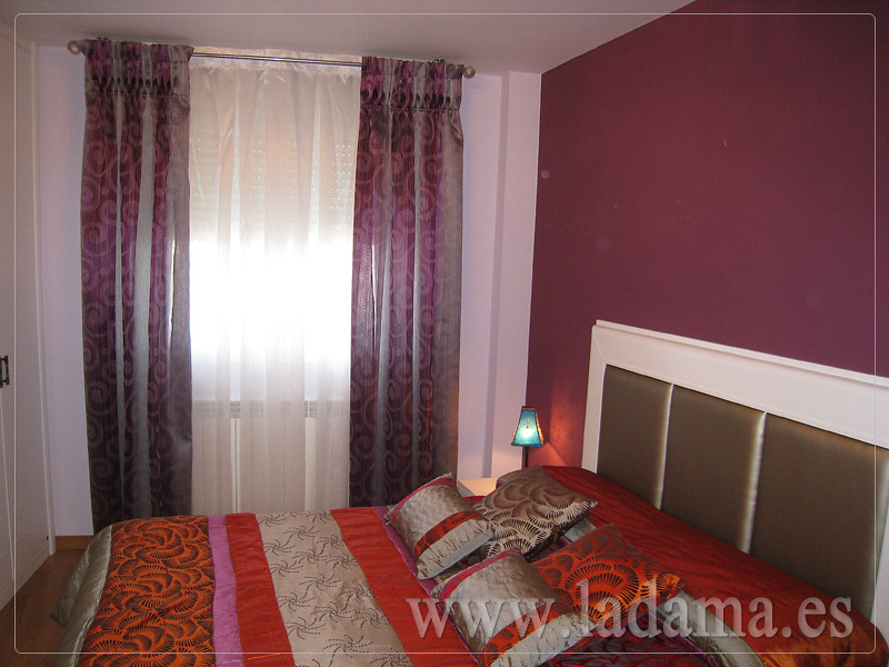 Fotograf as de cortinas con barras la dama decoraci n - Estores para habitaciones ...