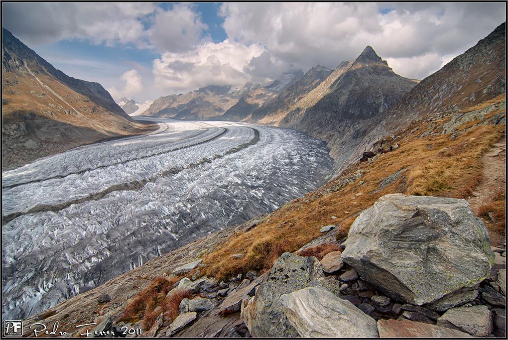 Suiza - Las Montañas - Caminando junto al glaciar Aletsch