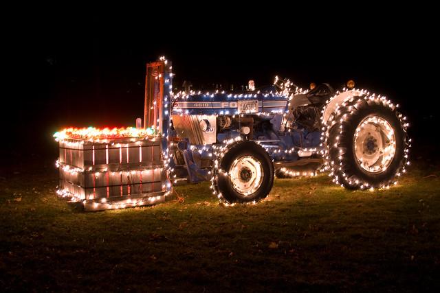 Ford Tractor Lightning | Autos Weblog