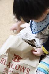 積木と紙袋
