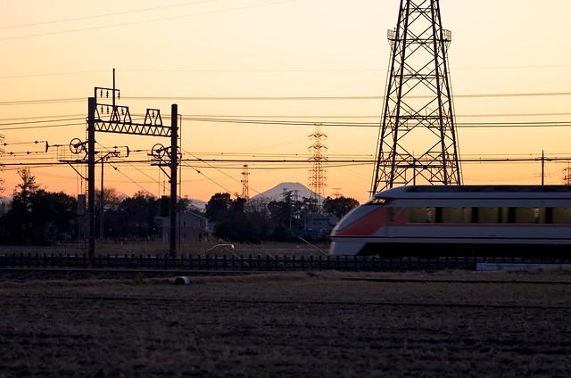 富士山と東武鉄道特急スペーシア