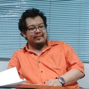 เมืองไทย 2555 อะไรรอเราอยู่ ตอน 1: สำรวจสื่อกับ ปราบต์ บุนปาน
