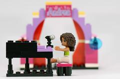 3932: Andrea in concert!