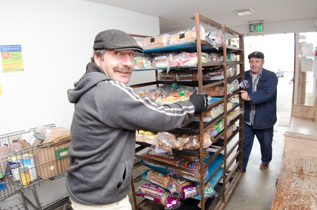 20111020 Fns Lsc 0028 Volunteers Cart Fresh Bread Into