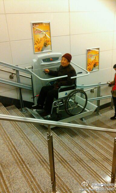 地铁的人性化升降椅