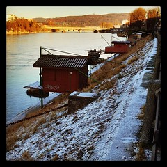 Fishing huts on the Rhine