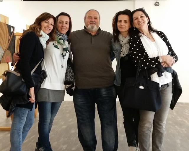 Giope con alcune visitatrici al Museo Pascali