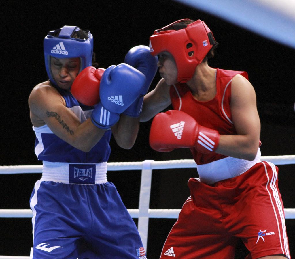 USA's Queen Underwood and Team GB's Natasha Jones in action