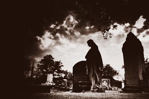 cemetery grave graveyard mystery dark nikon shadows coolpix oakwood s8100