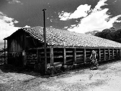 Fazenda com equipamentos antigos