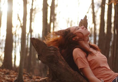 無料写真素材, 人物, 女性, 人物  樹木, 人物  目を閉じる