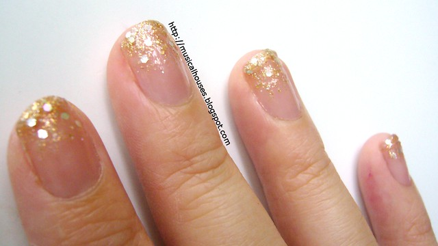 christmas gold gradient glitter nails 2