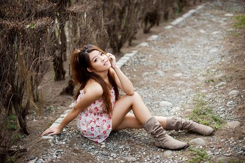 [フリー画像素材] 人物, 女性 - アジア, 台湾人, ワンピース・ドレス, 女性 - 座る ID:201201161800