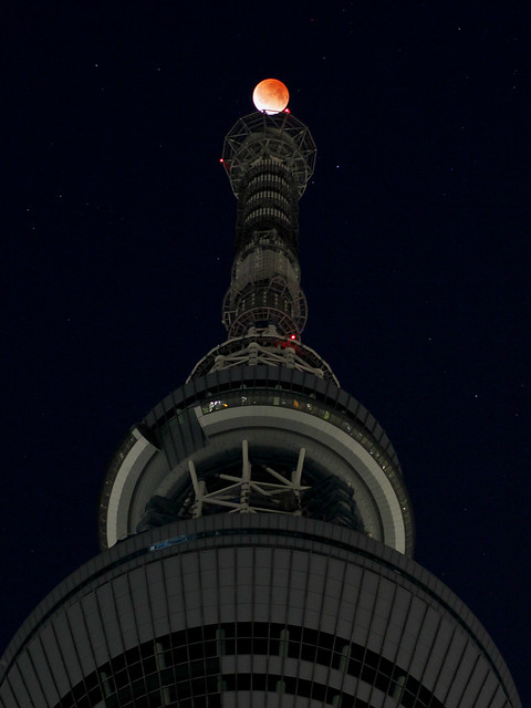 Total lunar eclipse over Tokyo Sky Tree Tower