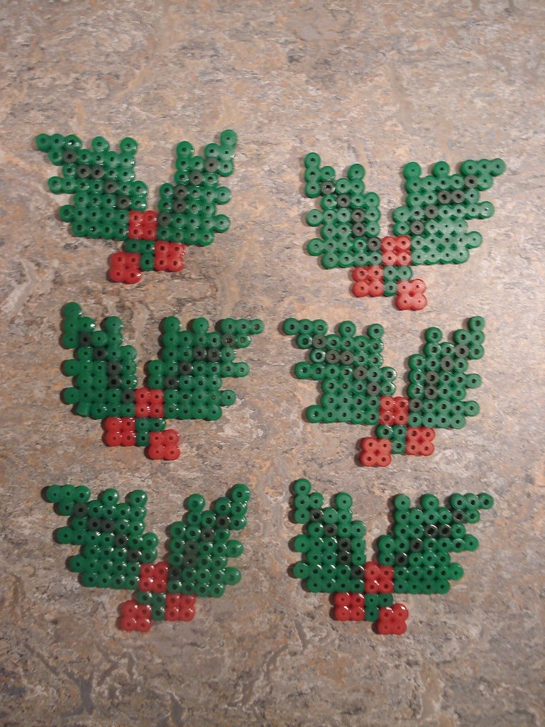 Holly christmas ornaments - Christmas Tree Hama Midi Perler Pattern Basteln Mit Kindern Pinterest Christmas Trees Natale And Patterns