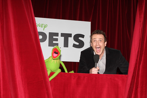 Kirmit the Frog, Jason Segel by Eva Rinaldi Celebrity and Live Music Photographer