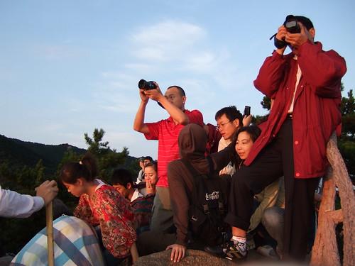 黄山 北海 雲海 日の出を見る人々
