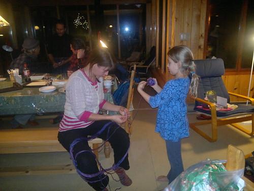 Chloe et Rebecca avec la laine by ngoldapple