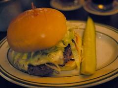 土, 2010-10-23 19:15 - Heartland Brewery Free-Range Bison Burger w/ Jalapeno jack