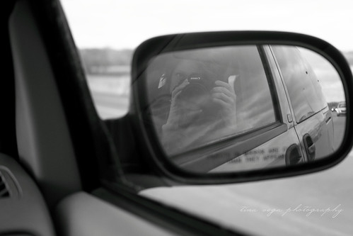 mono mirror selfie