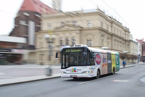 Autobus na Horním náměstí v Opavě