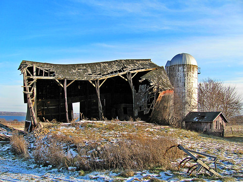 winter red abandoned barn fingerlakes