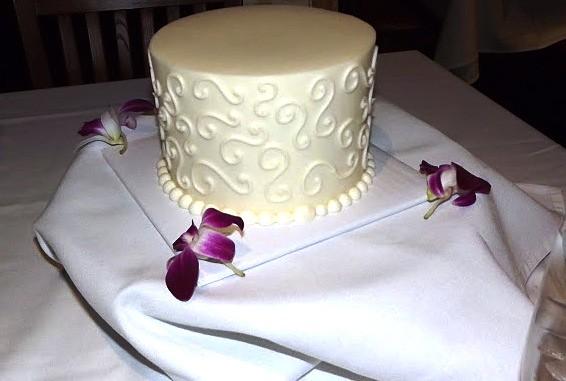 6 Inch S Swirl Wedding Cake