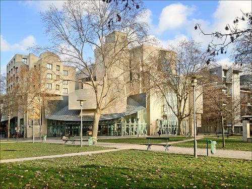 Le bâtiment de Frank O. Gehry (cinémathèque française)