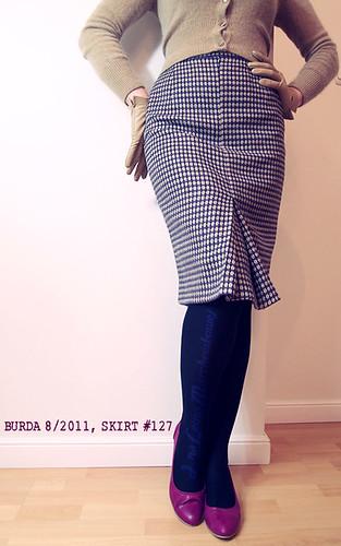 Burda 8/2011, skirt #127, blog, szafiarka, szycie, krawiectwo, diy, spódnica ołówkowa, wełna, atłas, wykrój, model