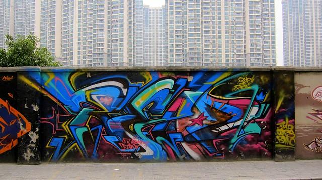 graffiti | read . oops . bmc | shanghai . moganshan road