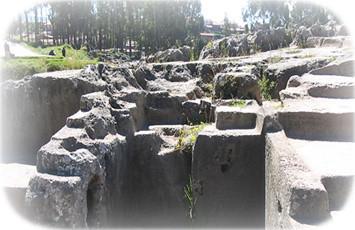 el-anfiteatro-qenqo-cusco-peru
