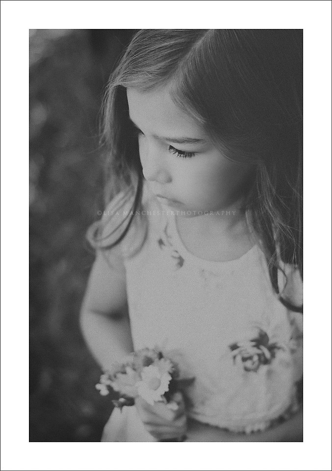 girl_with_flowers_black_and_white