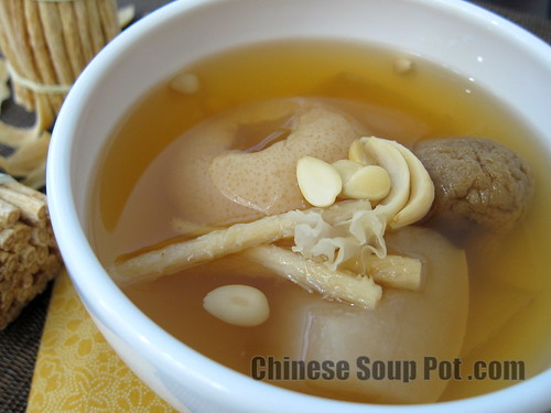 [photo-moisturizing asian ya li pear herbal soup with dried figs]