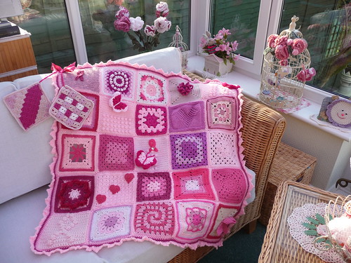 Thank you to Lotti who collected Squares for a special 'Think Pink' Blanket.