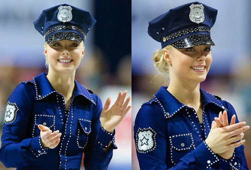 Kiira-Korpi-Tallin-2010-disfraz-policia