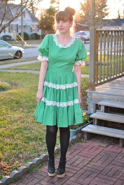 how to wear a square dancing dress