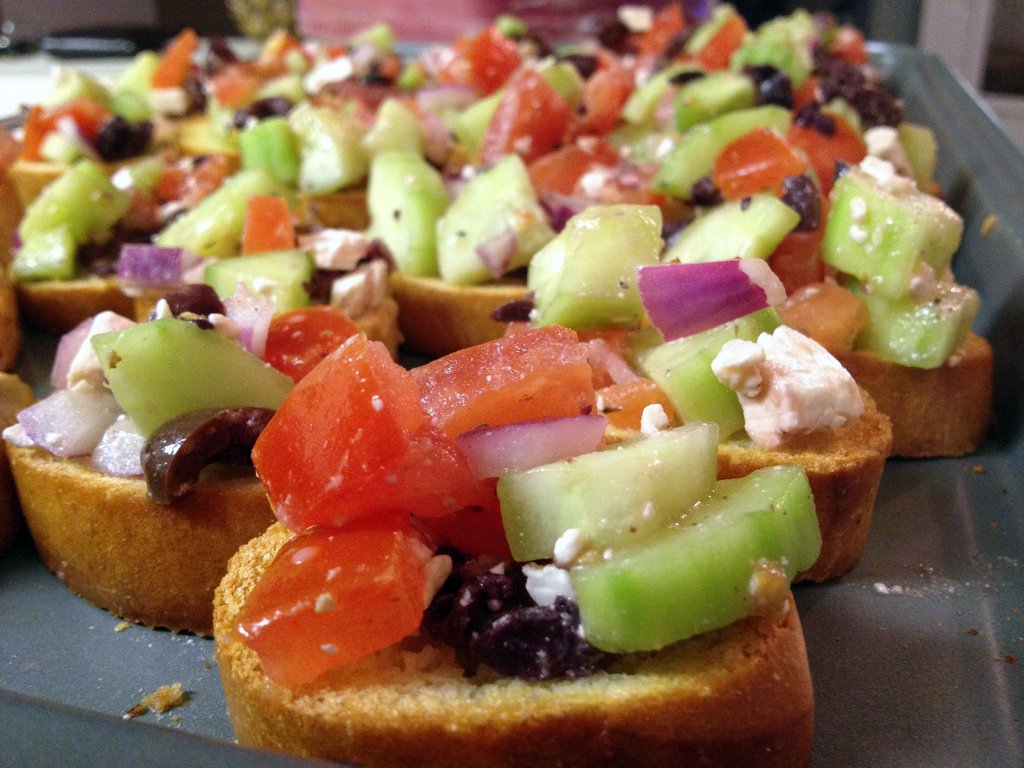 greek salad bruscetta