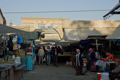 Interior del mercado de Osh