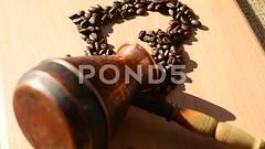 062895111-coffee-grains-form-heart
