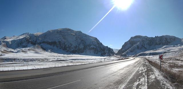 the D100 between Horason and Ağrı, Eastern Turkey