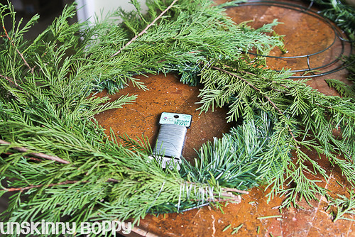 DIY Evergreen Christmas wreaths (4 of 16)