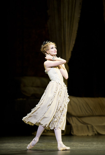 Lauren Cuthbertson as Manon in Manon © ROH / Tristram Kenton 2011